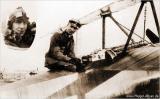Вальтер Гёттш в своем самолете Fokker Dr.I в Jasta 19