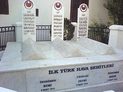 Мавзолей Селяхаттина Эйюби в Дамаске. Могила трех летчиков-участников перелета Стамбул-Каир в 1914 году